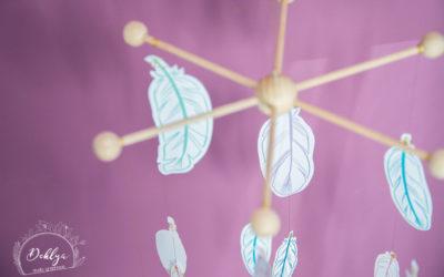 DIY// Le mobile de plumes en papier